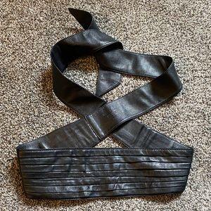 BURBERRY Black Leather High Waist Wrap Belt. 32/80